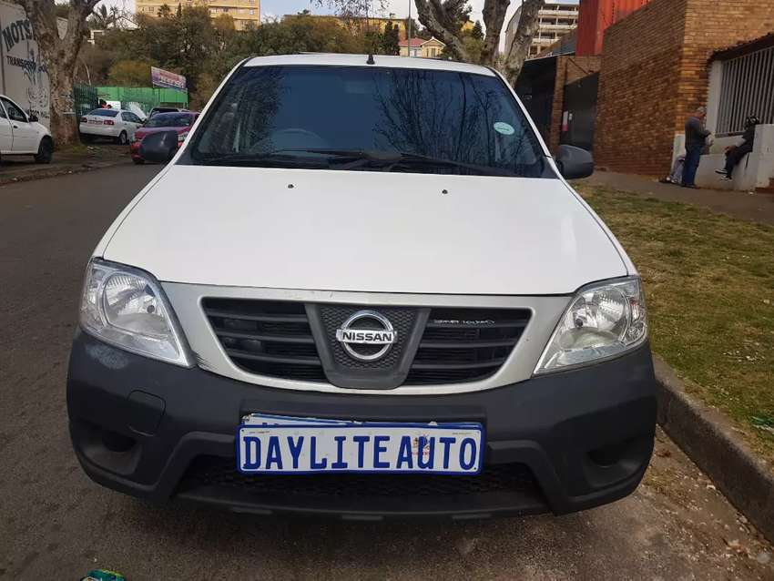 2016 Nissan Np200 1.6 with Leather seats and Black Canopy
