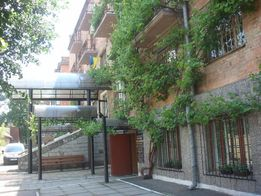 Отдельно стоящее здание 2107 кв.м в центре Черновцов на ул.Оренбургска