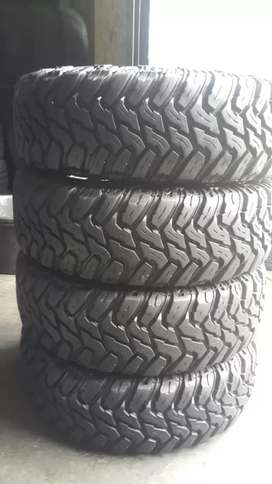 4 × 245 / 70 / 16 Discovery tyres