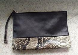 Czarny clutch skóra naturalna MANGO torebka kopertówka wąż