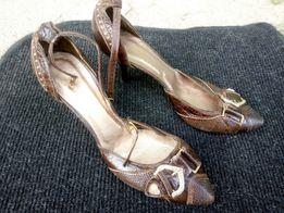 Продам женские летние туфли