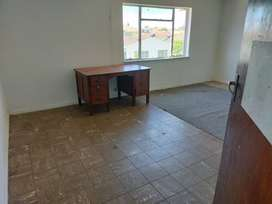 Huge room to rent in house