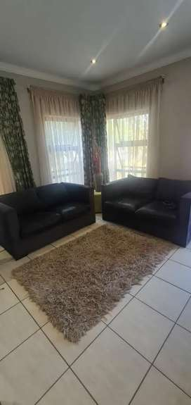 Couches 2 x 2 Seater
