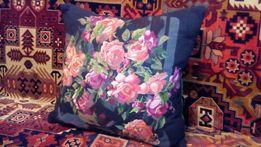 Декоративная подушка. Розы. Рисунок-ручная вышивка.
