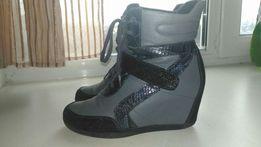 Кожаные демисезонные утепленные ботинки сникерсы