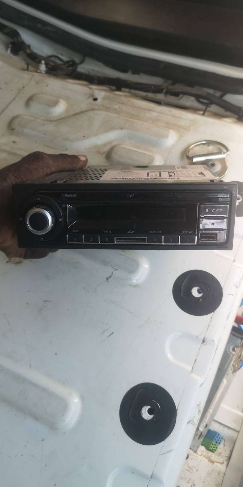 VW Polo Vivo Radio and front speakers 0