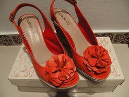Sandały letnie skórzane na koturnie firmy Lasocki (rozm. 38)