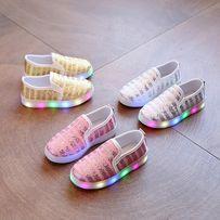 Слипоны (мокасины, тапочки) яркие с мигалками для девочки