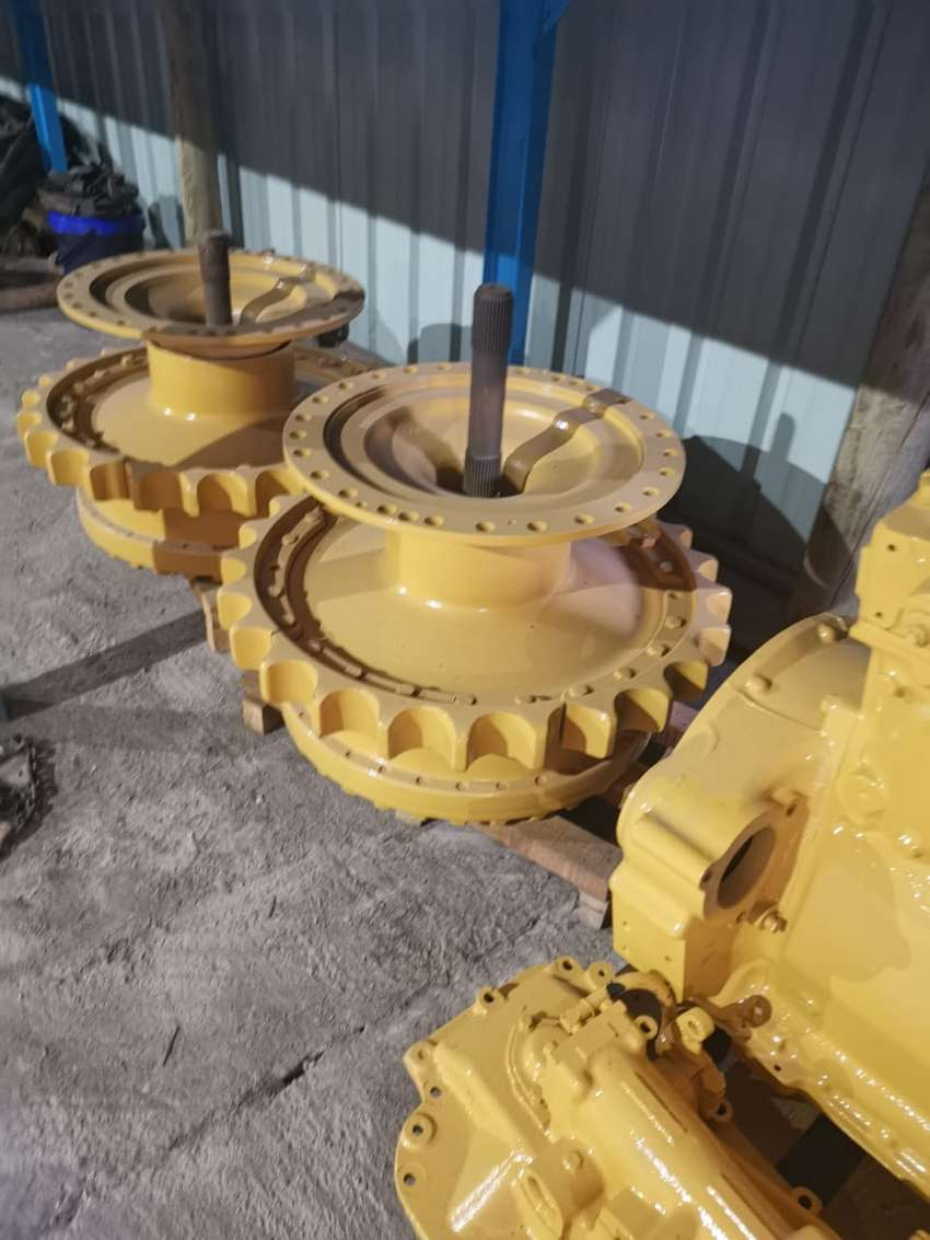 Cat D6h final drive in perfect condition 0