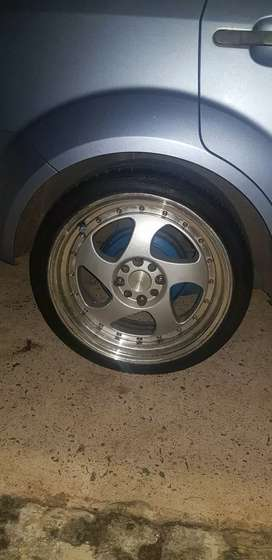 """17"""" rim and tyre"""