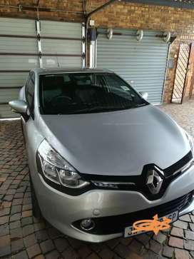 Clio 4 Expression 0.9 66kw turbo with Navigator