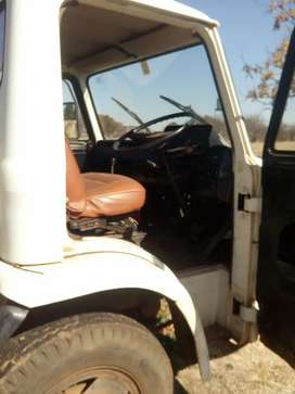 Ford D series 1010. 360 engin