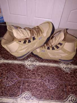 R600 unfitting boots