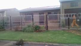 4roomed house to rent