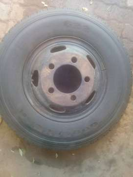 Goodyear 116/117 Radial light truck tyre with rim included
