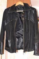 продам натуральную кожаную женскую курточку черного цвета
