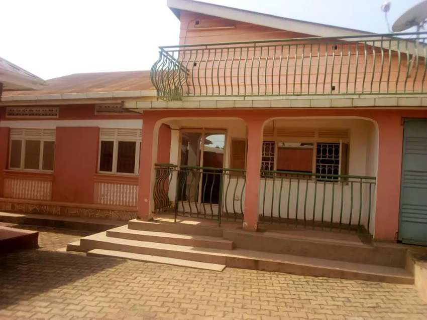 House for sale in Kireka Town has 3 bedrooms with 4 boys quarters sit 0