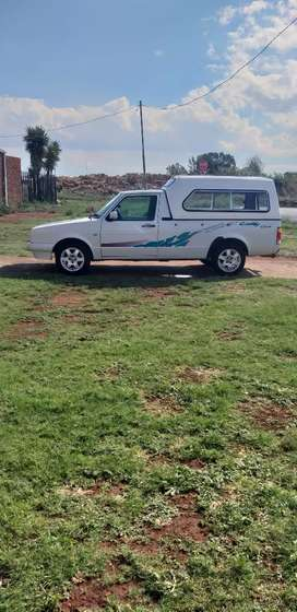 Neat bakkie with canopy never been in a accident