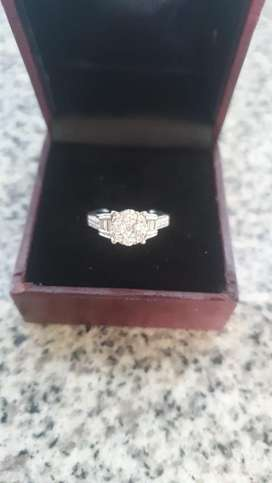 New Gorgeous Diamond and gold ring