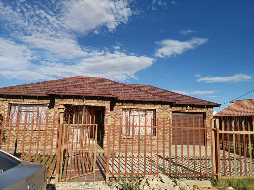 House for sale in montsioa 0