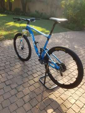 "Giant Anthem 27.5"" XL frame Soft tail with 1 by 11"