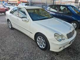 Mercedes c 200 in excellent  condition