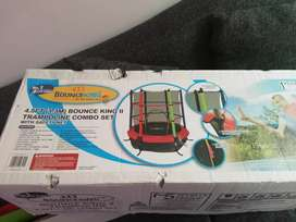 Selling bounce King trampoline brand new R800