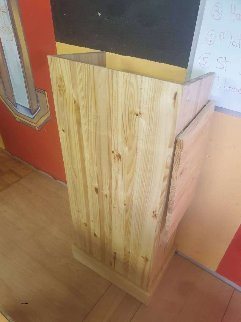 Wood podium with space side table 0