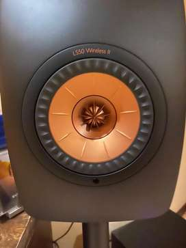 Kef LS50 Wireless ii with Kef stands
