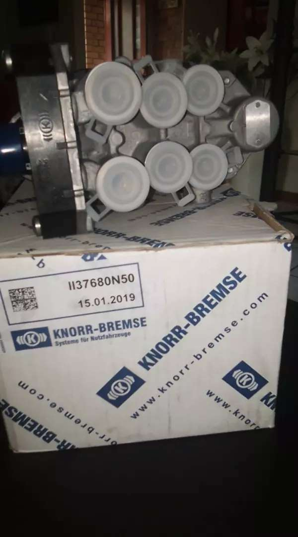 Air valve truck Knorr multicircuit valve new for man truck 0
