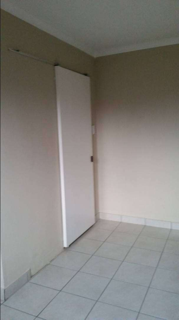ROOM TO RENT IN IVORY PARK 0