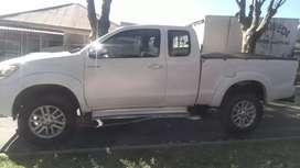 TOYOTA HILUX CLUB CAB HIGH RIDER IN EXCELLENT CONDITION