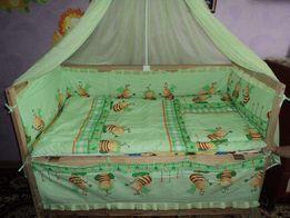 Продам комплект в детскую кроватку