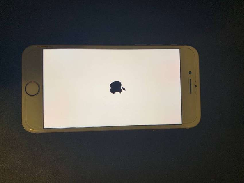 iPhone 8 256G used Gold color 0