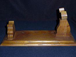Подставка-держатель для коллекционных предметов (оружие)
