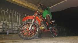 Ktm 200 Start and go  Excellent condition  Tires have 90% life  New  c