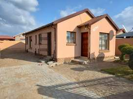 Three bedroom House for rental at Lesedi Park, next to Emdo park.