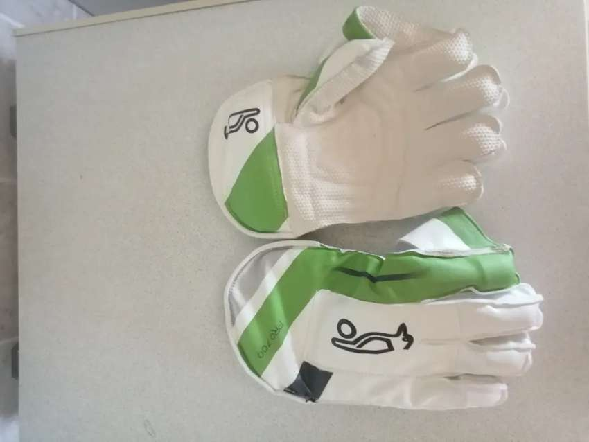 Junior wicket keeper gloves(kookaburra)