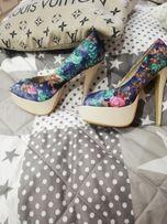 Buty w kwiaty