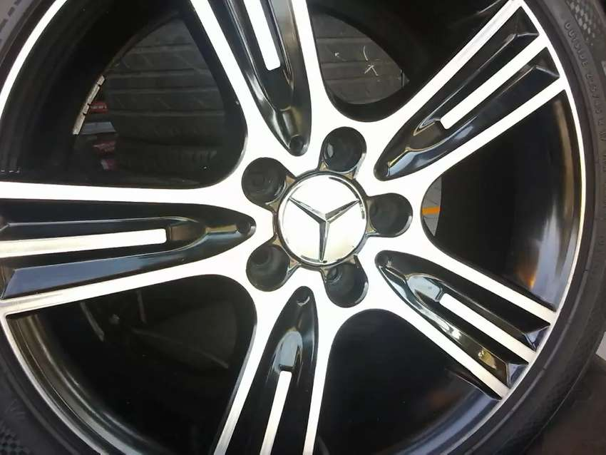 17 inch Mercedes Benz mag and tyres 0