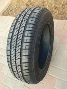 One tyre forsale size 185/65R15 price R600