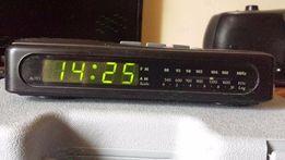 Электронные настольные часы с радио Roadstar CLR-250 (1987)