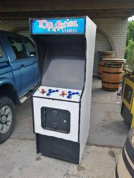 Coin operated arcade game