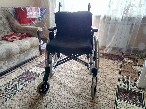 Кресло - коляска для инвалидов.