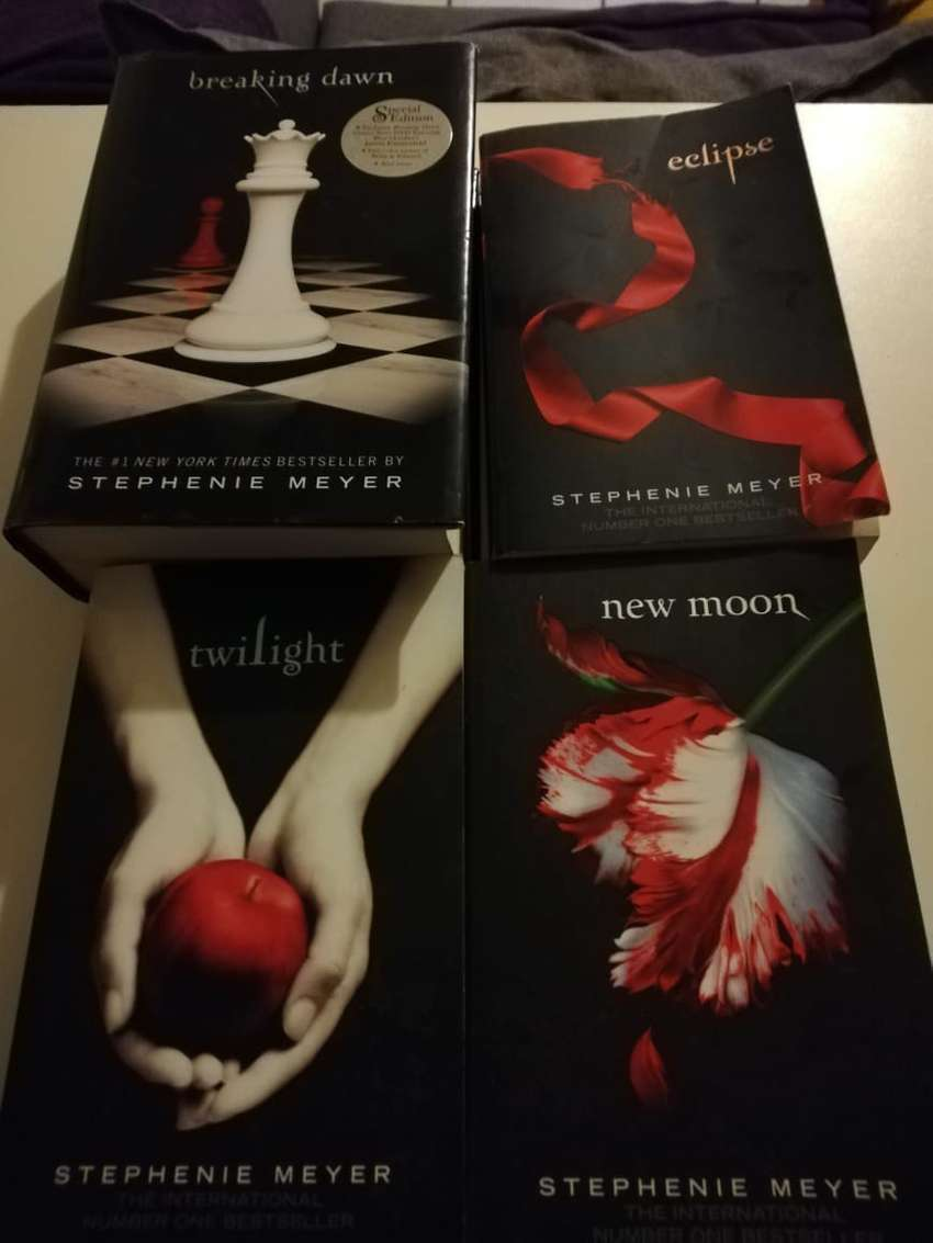 Twilight Book and DVD Set complete 0