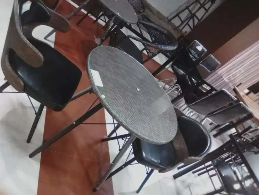 Round table with  2seats 0