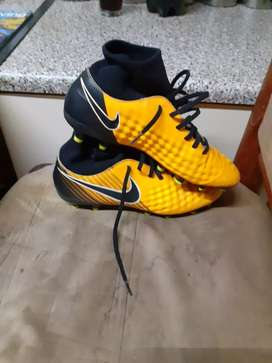 High top soccer boots (R900)