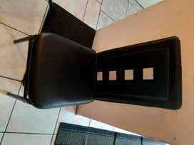 6pc glass table and leather black chairs in good conditions