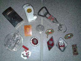 Odznaki, przypinki, korpusówki, zapalniczki