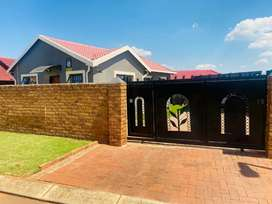 House for Rent in Dawn Park
